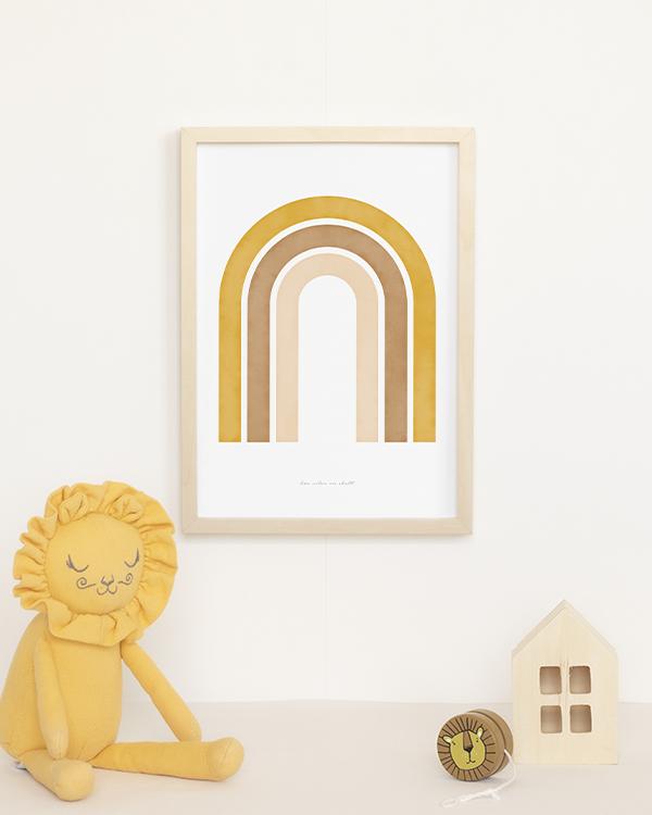 Poster med abstrakt regnbåge i senapsgul och naturfärgade toner för barnrummet