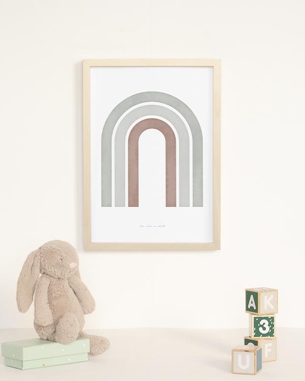 Poster med abstrakt regnbåge i salviagrön och naturfärgade toner för barnrummet